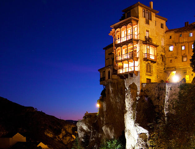 Built on cliffs guaranteed great views if nothing else for Cliff hanging homes