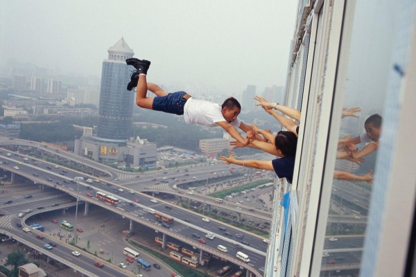 li-wei-unphotoshopped-photoshops-29-levels-of-freedom-man-falling-out-of-tall-building-window