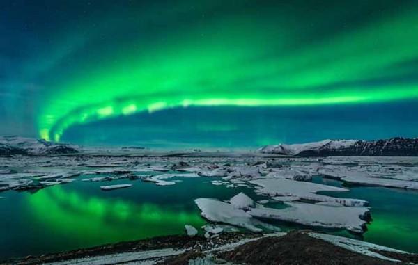 aurora_northern_lights_over_glacier_lagoon_jokulsarlon_iceland_680