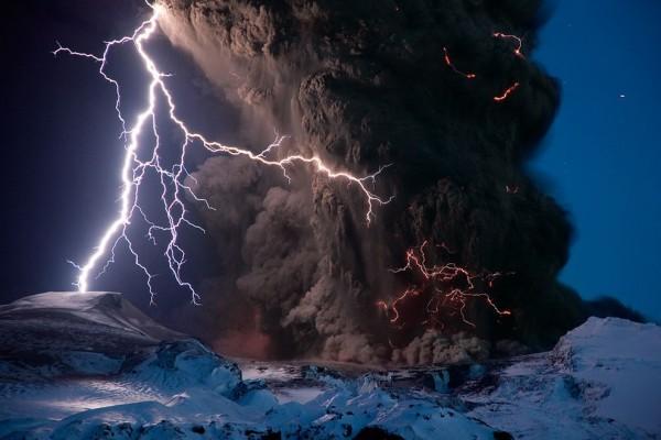 eyjafjallajokull-volcano-lightning-iceland1