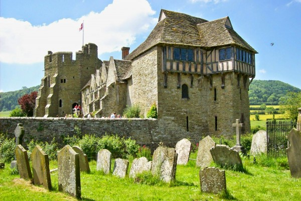 Stokesay_Castle_from_churchyard_1-49