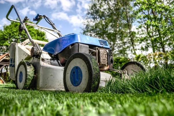 lawnmower-384589_960_720