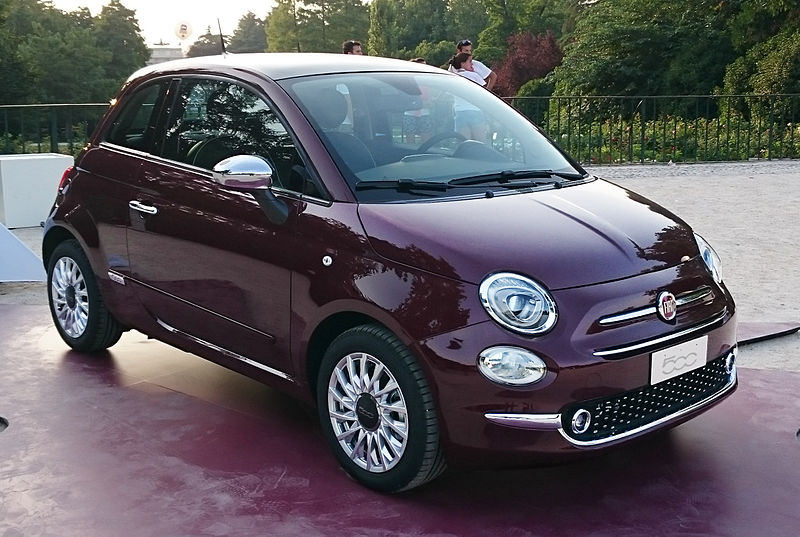 -_15_-_ITALY_-_Fiat_500_restyling_in_Sempione_Park_(Sforzesco_Castle)_in_Milan_-_world_premier_2015_Hatchbacks_purple_lounge_and_white_sport_05