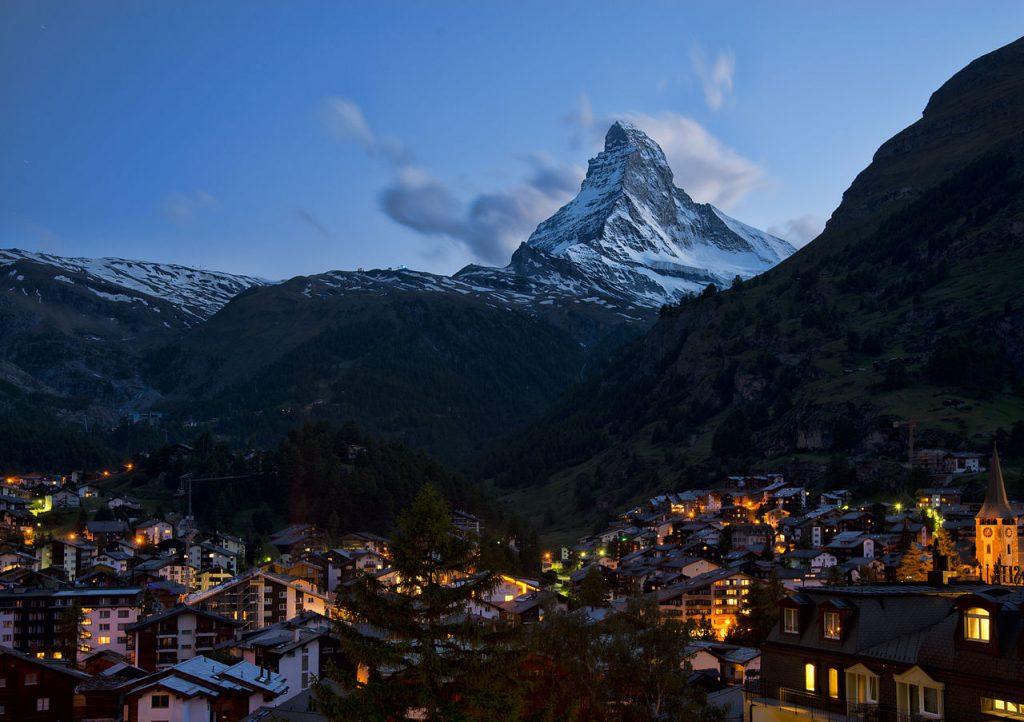 1280px-1_zermatt_night_2012