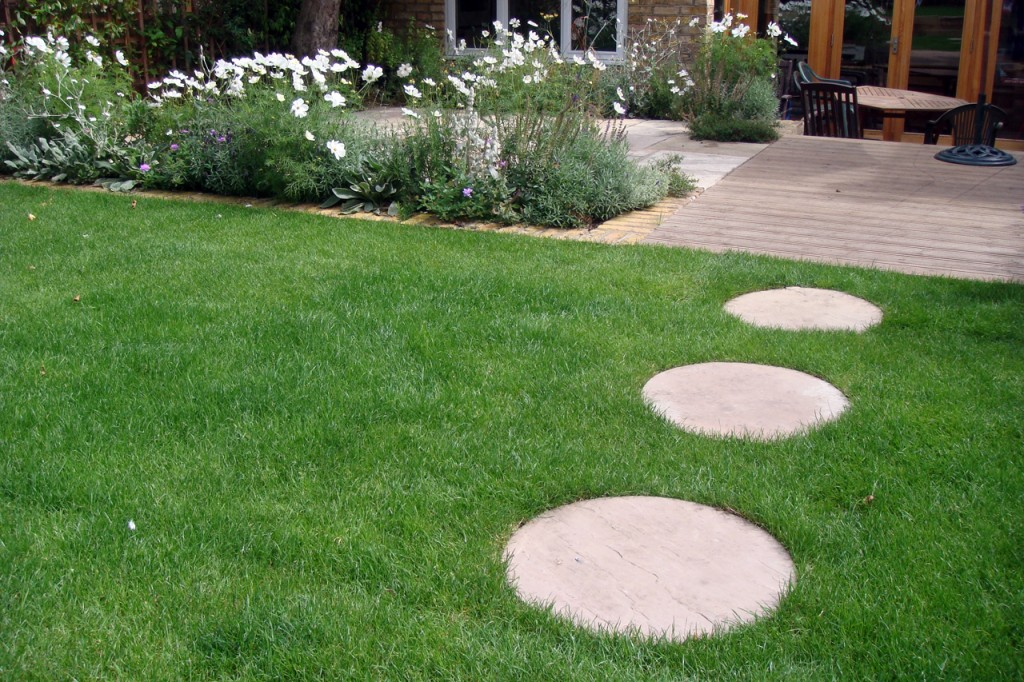 Garden Stepping Stones Inspiration   Cool Things ... on Stepping Stone Patio Ideas id=60851